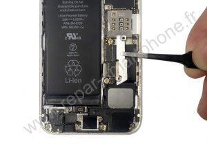 Retirer la plaque de la batterie de l'iPhone 2