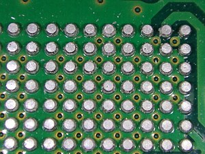 300px-Solder_ball_grid